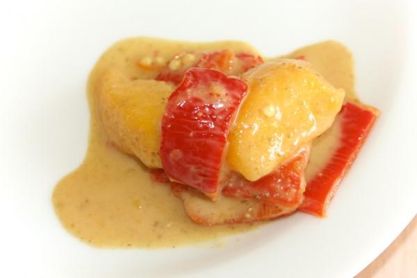 Paprika Pfirsich Salat mariniert in Tahini Dressing