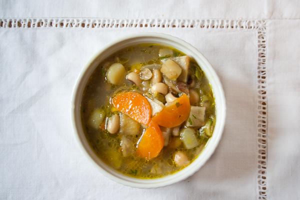 gemuesesuppe1 Gemüsesuppe mit Bohnen und Kichererbsen