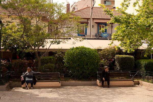 Kessariani5 Die Platia in Kessariani   ein bisschen wie im Dorf