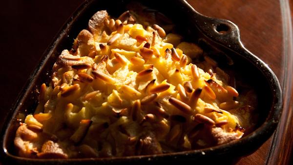Toskanischer Apfelkuchen 1 von 1 Toskanischer Apfelkuchen mit Pinienkernen
