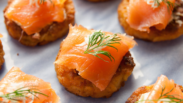 fingerfood r sti mit lachs und kren tobias kocht. Black Bedroom Furniture Sets. Home Design Ideas